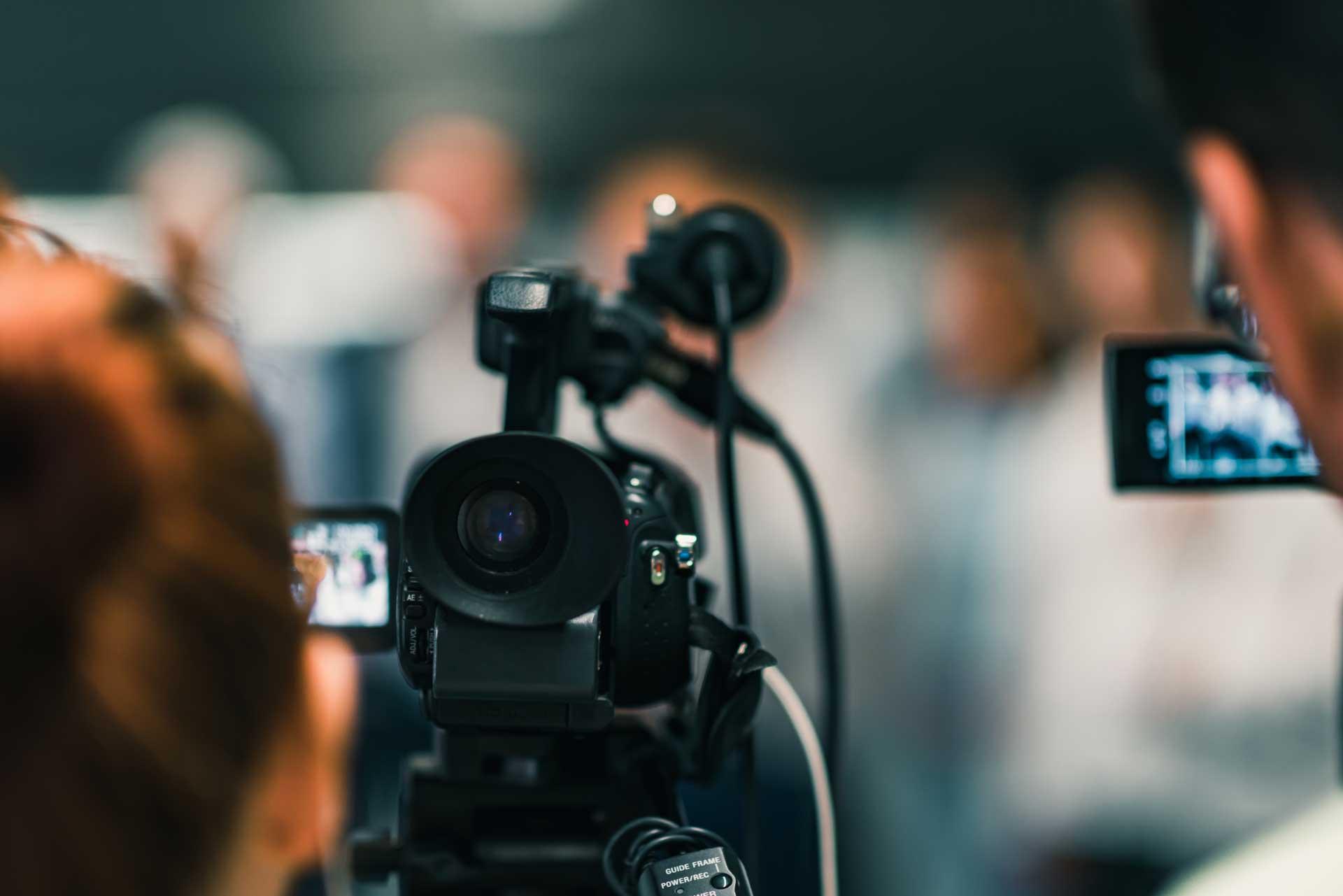 Els drs. Costa Vila i Prats parlen sobre cirurgia refractiva i faco-refractiva a Esplugues TV