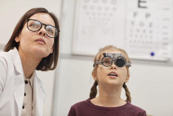 niños con problemas de visión